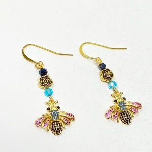 BNWOT sweet bee/fly sparkling earrings